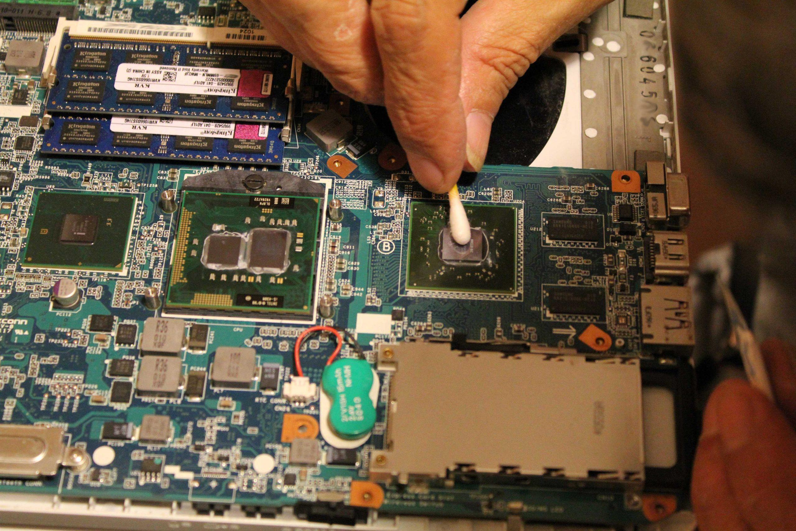 Καθαρισμός εσωτερικού Laptop